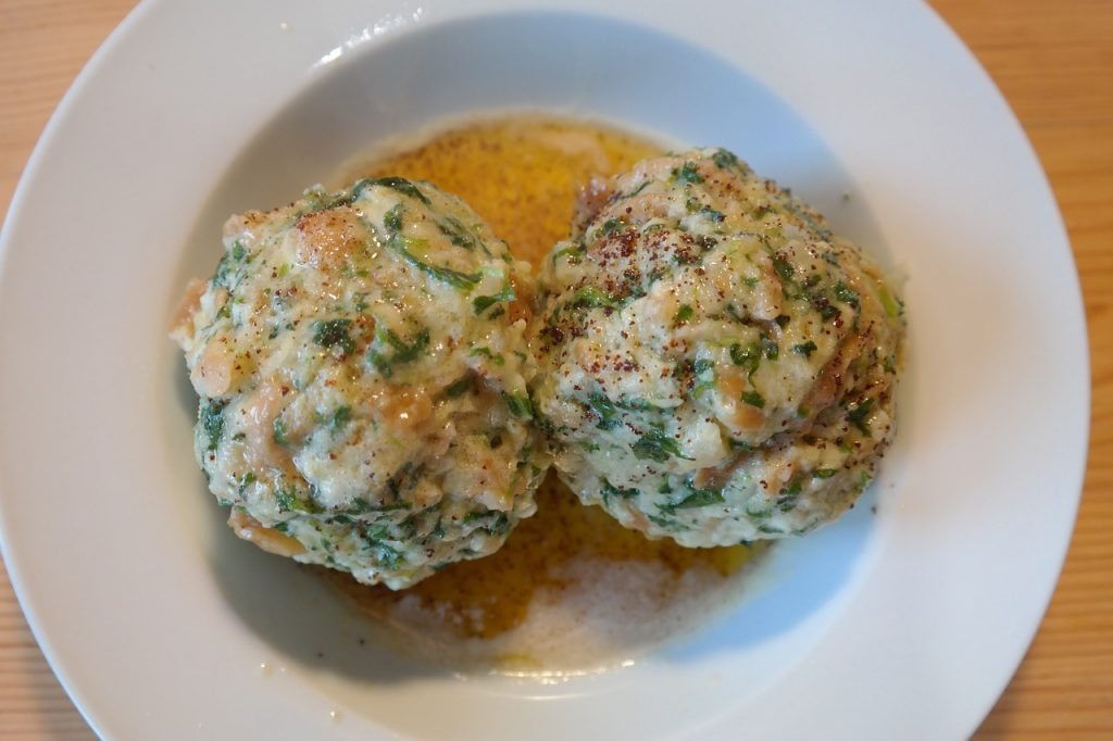 Two spinach dumplings served in a bowl